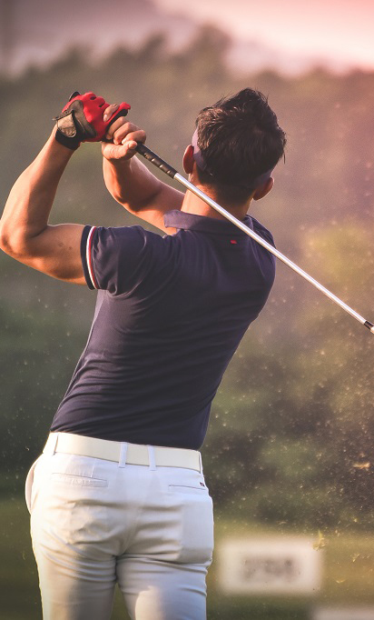 Golfspieler auf dem Golfplatz in Bayern